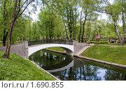 """Купить «Парк """"Усадьба Трубецких в Хамовниках"""". Горбатый мост», фото № 1690855, снято 8 мая 2010 г. (c) Илюхина Наталья / Фотобанк Лори"""