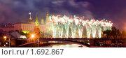 Купить «Салют в честь Дня Победы 9 мая в Москве», фото № 1692867, снято 9 мая 2009 г. (c) Донцов Евгений Викторович / Фотобанк Лори