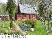 Купить «Деревянный дачный домик, весна», эксклюзивное фото № 1695755, снято 9 мая 2010 г. (c) Наталия Шевченко / Фотобанк Лори