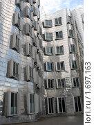 Купить «Дюссельдорф.  Новые европейские кварталы, кривые дома.», эксклюзивное фото № 1697163, снято 25 июля 2009 г. (c) Svet / Фотобанк Лори