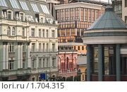 Купить «Архитектура на улице Балчуг», эксклюзивное фото № 1704315, снято 15 мая 2010 г. (c) Алёшина Оксана / Фотобанк Лори