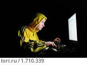 Купить «Хакер взламывает кредитную карту через интернет», фото № 1710339, снято 21 марта 2009 г. (c) Арестов Андрей Павлович / Фотобанк Лори