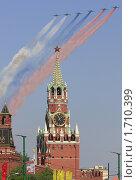 Купить «Триколор над Красной площадью. Фронтовые штурмовики С-25 рисуют российский флаг на параде 9 мая 2010 года в Москве», эксклюзивное фото № 1710399, снято 9 мая 2010 г. (c) Дмитрий Неумоин / Фотобанк Лори