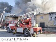Купить «Пожарный автомобиль», фото № 1716447, снято 20 мая 2010 г. (c) Виктор Карасев / Фотобанк Лори