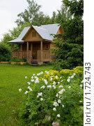 Деревянная баня в цветущем саду. Стоковое фото, фотограф Екатерина Егоркина / Фотобанк Лори