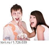 Купить «Девушка и испачканный кремом парень», фото № 1726039, снято 14 марта 2009 г. (c) Gennadiy Poznyakov / Фотобанк Лори