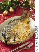 Купить «Карп, фаршированный мясом курицы с хлебом и грибами, на новогоднем праздничном столе», эксклюзивное фото № 1727567, снято 24 мая 2010 г. (c) Лисовская Наталья / Фотобанк Лори