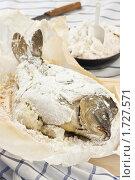Купить «Карп, запеченный в соли», эксклюзивное фото № 1727571, снято 24 мая 2010 г. (c) Лисовская Наталья / Фотобанк Лори
