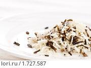 Купить «Смесь белого и дикого риса», фото № 1727587, снято 12 мая 2010 г. (c) Лисовская Наталья / Фотобанк Лори