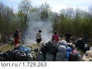 Уборка на свалке (2009 год). Редакционное фото, фотограф Потолоков Роман Игоревич / Фотобанк Лори