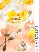 Купить «Десерт с абрикосами и грецкими орехами», эксклюзивное фото № 1732919, снято 26 мая 2010 г. (c) Лисовская Наталья / Фотобанк Лори