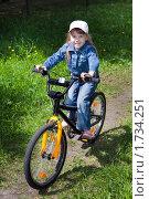 Купить «Девочка на велосипеде», фото № 1734251, снято 22 мая 2010 г. (c) Дмитрий Ковязин / Фотобанк Лори