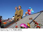 Купить «Почетный караул в солдатской форме у списка погибших», эксклюзивное фото № 1738855, снято 9 мая 2010 г. (c) Анатолий Матвейчук / Фотобанк Лори