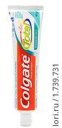 Купить «Тюбик зубной пасты Colgate Total», фото № 1739731, снято 19 мая 2010 г. (c) Андрей Андреев / Фотобанк Лори
