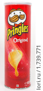 Купить «Чипсы Pringles Original», фото № 1739771, снято 12 мая 2010 г. (c) Андрей Андреев / Фотобанк Лори