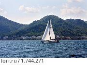 Купить «Яхта у берегов Турции,  курортный город Мармарис», фото № 1744271, снято 13 сентября 2009 г. (c) ElenArt / Фотобанк Лори