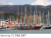 Купить «Яхты у побережья Турции, курортный город Мармарис», фото № 1744347, снято 13 сентября 2009 г. (c) ElenArt / Фотобанк Лори
