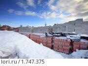 Купить «Стройматериалы зимой», фото № 1747375, снято 6 марта 2010 г. (c) Сергей Шляев / Фотобанк Лори
