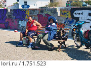 Купить «Грек и гречанка на скамейке в Коринфе», фото № 1751523, снято 29 апреля 2007 г. (c) Михаил Марковский / Фотобанк Лори