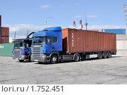 Купить «Автомобиль-контейнеровоз», фото № 1752451, снято 4 июня 2010 г. (c) Виктор Карасев / Фотобанк Лори