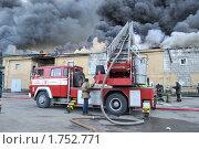 Купить «Пожарный автомобиль за работой», фото № 1752771, снято 20 мая 2010 г. (c) Виктор Карасев / Фотобанк Лори