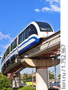 Купить «Московская монорельсовая транспортная система в районе ВДНХ», фото № 1752967, снято 20 мая 2010 г. (c) Владимир Сергеев / Фотобанк Лори