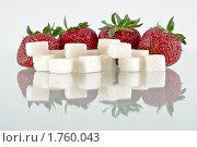 Купить «Клубника и сахар с отражением», фото № 1760043, снято 5 июня 2010 г. (c) Светлана Кузнецова / Фотобанк Лори