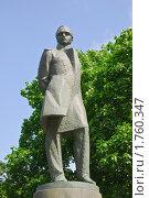 Купить «Памятник М.Ю.Лермонтову.  Москва», эксклюзивное фото № 1760347, снято 3 июня 2010 г. (c) Алёшина Оксана / Фотобанк Лори