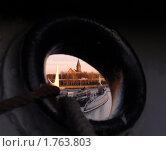 Вид на город через якорный клюз судна Витязь (2008 год). Редакционное фото, фотограф Svet / Фотобанк Лори