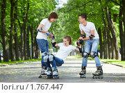 Купить «Трое молодых людей на роликах», фото № 1767447, снято 3 июня 2010 г. (c) Raev Denis / Фотобанк Лори