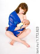 Купить «Грудное вскармливание младенца», эксклюзивное фото № 1772823, снято 20 мая 2010 г. (c) Куликова Вероника / Фотобанк Лори