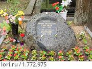 Могила писателя Михаила Булгакова и его жены на Новодевичьем кладбище (2010 год). Редакционное фото, фотограф Илюхина Наталья / Фотобанк Лори