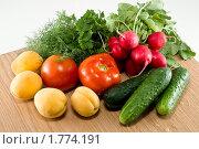 Купить «Овощи и фрукты», фото № 1774191, снято 14 июня 2010 г. (c) Светлана Кузнецова / Фотобанк Лори