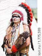 Купить «Индеец в яркой одежде», фото № 1775599, снято 13 июня 2010 г. (c) Евгений Захаров / Фотобанк Лори