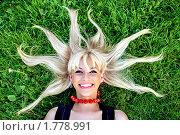 Купить «Блондинка лежит на траве с разбросанными волосами», фото № 1778991, снято 5 мая 2008 г. (c) Михаил Лукьянов / Фотобанк Лори