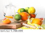 Натюрморт с фруктами на белом фоне. Стоковое фото, фотограф Смирнова Ольга / Фотобанк Лори