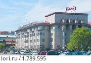 Купить «Угол здания РЖД в Красноярске», эксклюзивное фото № 1789595, снято 19 июня 2010 г. (c) Ирина Солошенко / Фотобанк Лори