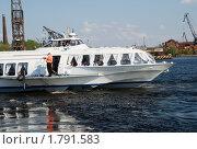 Купить «Швартующийся катер на подводных крыльях. Метеор», эксклюзивное фото № 1791583, снято 16 мая 2010 г. (c) Александр Щепин / Фотобанк Лори