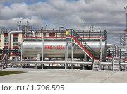 Купить «Газокомпрессорная станция емкость», фото № 1796595, снято 25 июня 2010 г. (c) Николай Лыжин / Фотобанк Лори