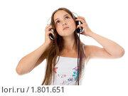 Купить «Девочка с наушниками слушает музыку. Изоляция на белом фоне.», фото № 1801651, снято 23 июня 2010 г. (c) Сахно Роман Викторович / Фотобанк Лори