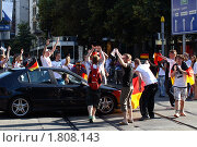 Купить «Футбольные фанаты в Цюрихе (Швейцария)», фото № 1808143, снято 27 июня 2010 г. (c) Сергей Лебедев / Фотобанк Лори