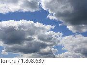 Голубое небо с темными облаками. Стоковое фото, фотограф Сидоров Артем Романович / Фотобанк Лори
