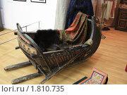 Старинные деревянные русские сани (2010 год). Редакционное фото, фотограф Василий Кореньков / Фотобанк Лори