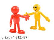 Купить «Игрушечные человечки пожимают друг другу руки», фото № 1812487, снято 24 июня 2010 г. (c) Михаил Павлов / Фотобанк Лори