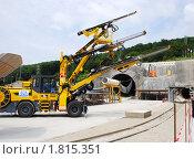 Купить «Компьютеризированная буровая гидравлическая установка с консолью Eagle увеличенной высоты и тремя тяжелыми гидравлическими стрелами BUT 45», фото № 1815351, снято 2 июля 2010 г. (c) Анна Мартынова / Фотобанк Лори