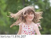 Маленькая девочка с развевающимися волосами. Стоковое фото, фотограф Nikolay Safronov / Фотобанк Лори