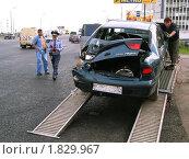 Эвакуация автомобиля после аварии (2006 год). Редакционное фото, фотограф филатов андрей анатольевич / Фотобанк Лори