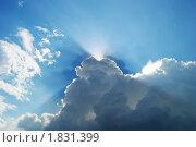 Луч солнца пробивается сквозь тучи. Стоковое фото, фотограф Беляева Елена / Фотобанк Лори