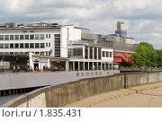 Вид на Рижские авто и железнодорожный вокзалы со стороны центрального рынка (2010 год). Редакционное фото, фотограф Андрей Лабутин / Фотобанк Лори