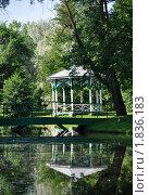 Купить «Беседка у пруда в парке», фото № 1836183, снято 13 июля 2010 г. (c) Юлия Калошина / Фотобанк Лори